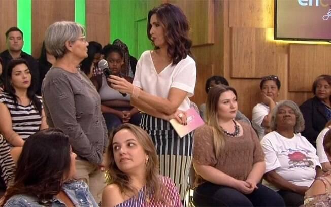 Senhora dorme ao vivo na plateia do programa de Fátima Bernardes; momento exato do cochilo