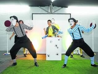 """Atração.  No espetáculo """"Imagem e Situação: o Futebol"""", a plateia é convidada a participar da peça"""