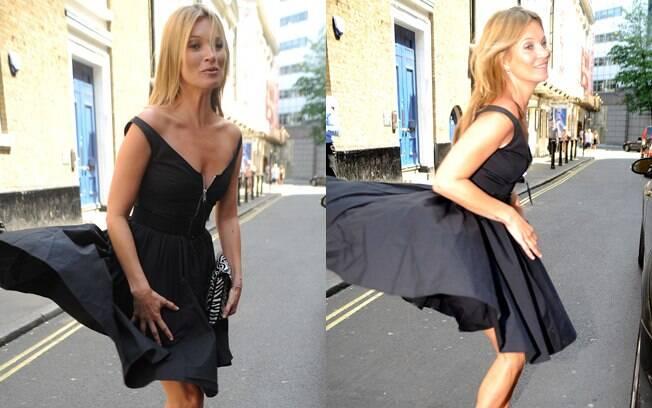 Um ventinho errado quase deixou Kate Moss com o bumbum à mostra. Foto: SplashNews
