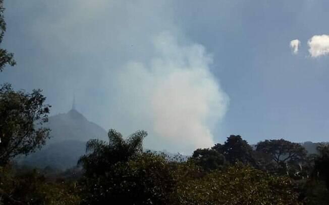 Fumaça do incêndio no Jaraguá pode ser vista dos bairros próximos