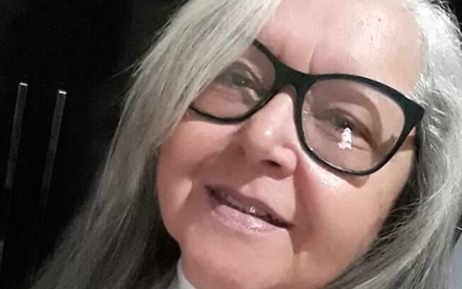 Sonia Carvalho tem orgulho dos cabelos pintados e, em seu depoimento, diz que não se vê com os fios pintados