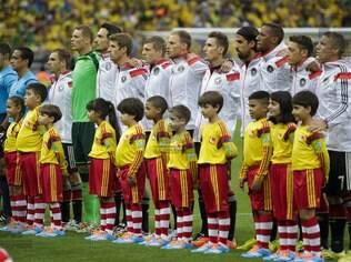Cada time começa com 11 jogadores