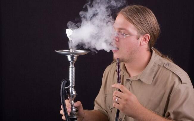 As pessoas têm uma falsa noção de que o narguilé é menos nocivo do que o tabaco, segundo epidemiologista