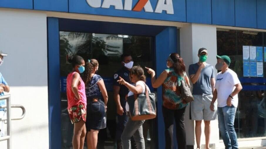 Governo autoriza contratações temporárias de profissionais para contribuir para os pagamentos do auxílio