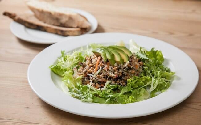 Foto da receita Salada de grãos pronta.
