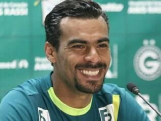 Com 35 anos, Araújo assina contrato com o Goiás até maio de 2014