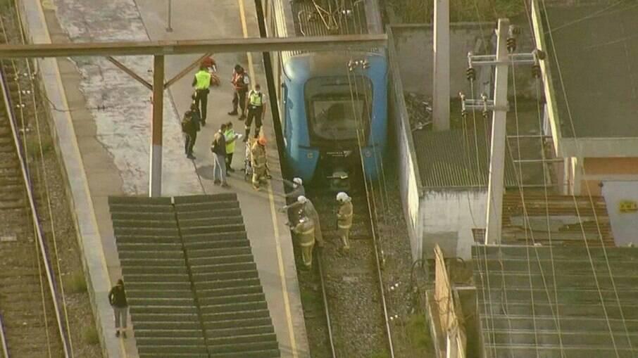 Homem morre após cair entre trem e plataforma da estação da Supervia