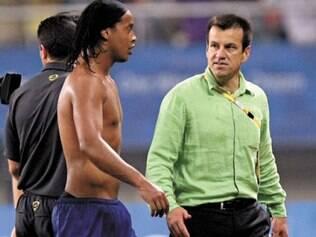 Ex-técnico da seleção diz que não se arrepende de não ter levado Ronaldinho Gaúcho, Paulo Henrique Ganso e Neymar