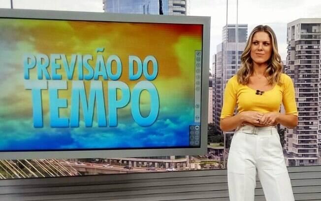 Jacqeline Brazil tem celular clonado e tranquiliza admiradores na web