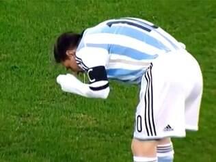 Messi passou mal contra a Romênia