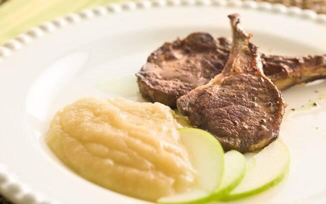 Foto da receita Carré de cordeiro com purê de maçã verde pronta.