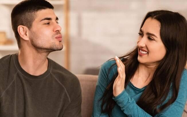 Mau hálito no beijo: aprenda a lidar definitivamente com o problema