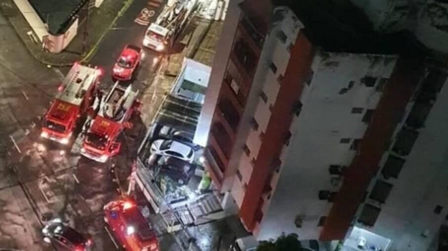 Homem mata namorada e põe fogo no apartamento dela no Recife