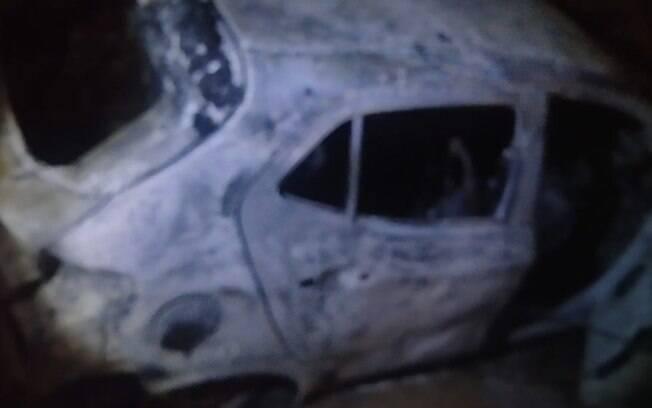 Carro pega fogo e pessoa morre carbonizada em Campinas