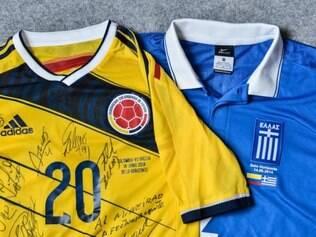 Camisas da Colômbia e da Grécia foram doadas ao Museu Brasileiro do Futebol, que fica no Mineirão