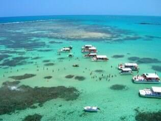 As piscinas naturais de Maragogi é uma das belezas ao longo da estrada Recife-Maceió