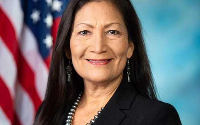 Eleita pelo estado do Novo México, a deputada de origem indígena fará parte da equipe de Joe Biden