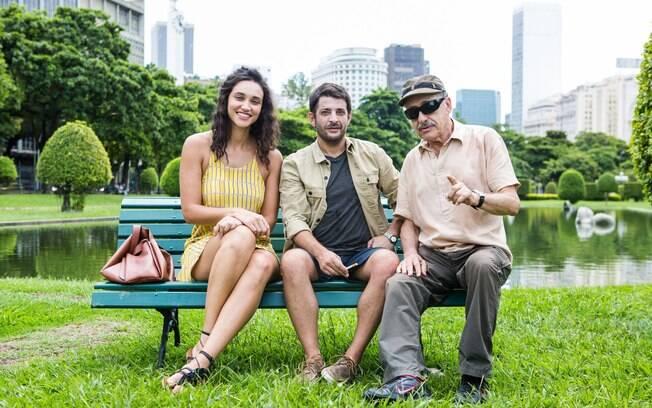 Débora Nascimento com o ator Pablo Rago e o diretor Juan José Jusid em registro de bastidor