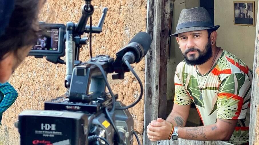Bráulio Bessa pegou Covid-19 em gravação de série do Globoplay