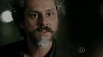 Cristina procura José Alfredo novamente e os dois discutem