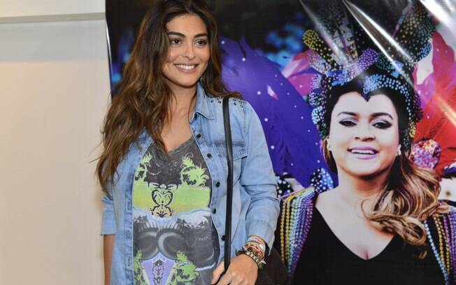 Juliana Paes foi ao show da amiga Preta Gil