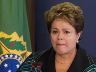 DF - DILMA/COMISSÃO DA VERDADE - POLÍTICA - A presidente Dilma Rousseff emociona-se ao discursar na cerimônia da Comissão Nacional da Verdade no Palácio do Planalto, em Brasília, nesta quarta-feira (10), em que recebeu o relatório sobre os crimes cometidos na ditadura militar. A cerimônia coincide com o Dia Internacional dos Direitos Humanos.  10/12/2014 - Foto: ED FERREIRA/ESTADÃO CONTEÚDO