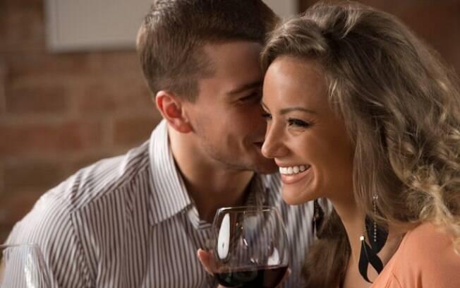 Abrir o relacionamento pode parecer difícil, mas é possível com conversa e negociação