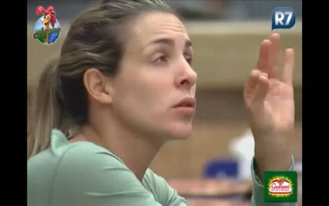 Joana volta a defender o seu companheiro de equipe Ovelha