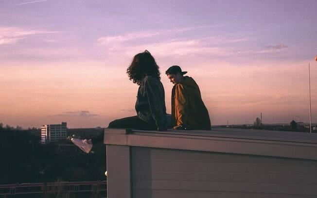 Se o casal sente que algo não está certo, o melhor é parar para refletir sobre os sentimentos de cada um no relacionamento