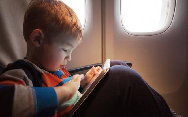 Viajar de avião com criança não é fácil, mas alguns pais podem deixar tudo pior ao não disciplinar seus filhos