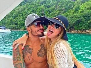 Aline e Fernando ostentam namoro