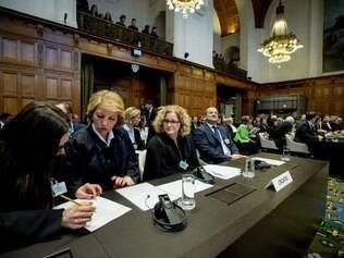 Autoridades croatas e sérvias, cujas relações melhoraram consideravelmente nos últimos tempos, asseguraram que respeitariam o veredicto do TPI