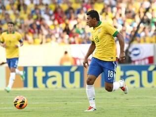 Volante Paulinho fez belo gol de voleio e garantiu o empate
