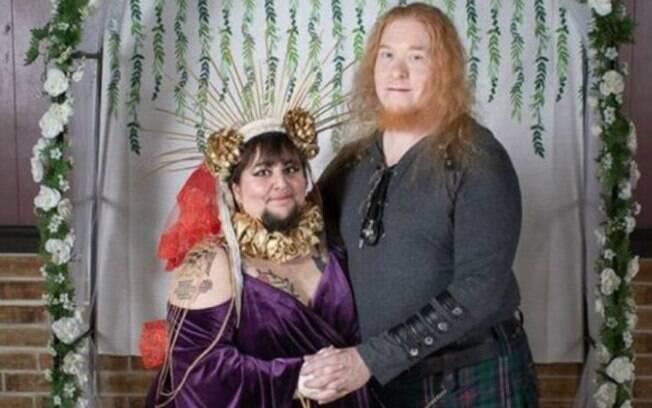 Little Bear Schwarz é uma mulher com barba cristã que se casou com um satanista; ela dá detalhes da relação do casal