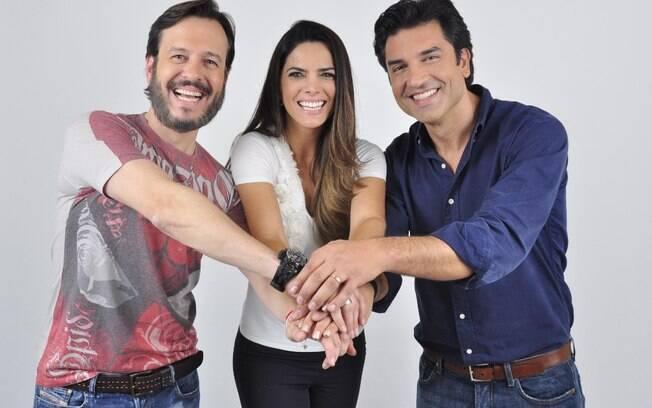 Edu Guedes ao lado dos colegas de programa, na Rede TV