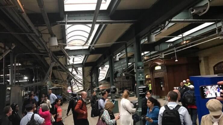 Acidente com trem deixa feridos em Nova Jérsei, nos EUA - Mundo - iG