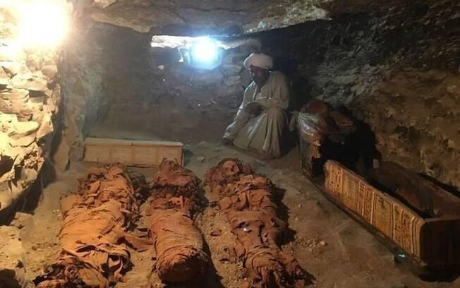 Arqueólogos encontram tumba com mais de 30 múmias no Egito