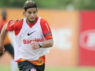 Rafael Moura ganhou a briga, por conta da lesão de Caio