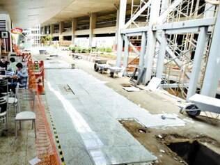 Atrasado.  Terminal 1 de Confins deveria ter sido entregue antes da Copa do Mundo, mas, a uma semana do Mundial, ainda estava em obras, e até hoje não foi concluído