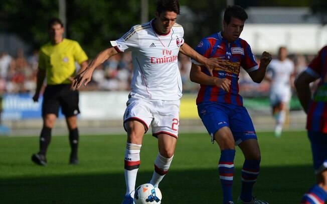 3e5c5043db Kaká carrega a bola em ataque do Milan