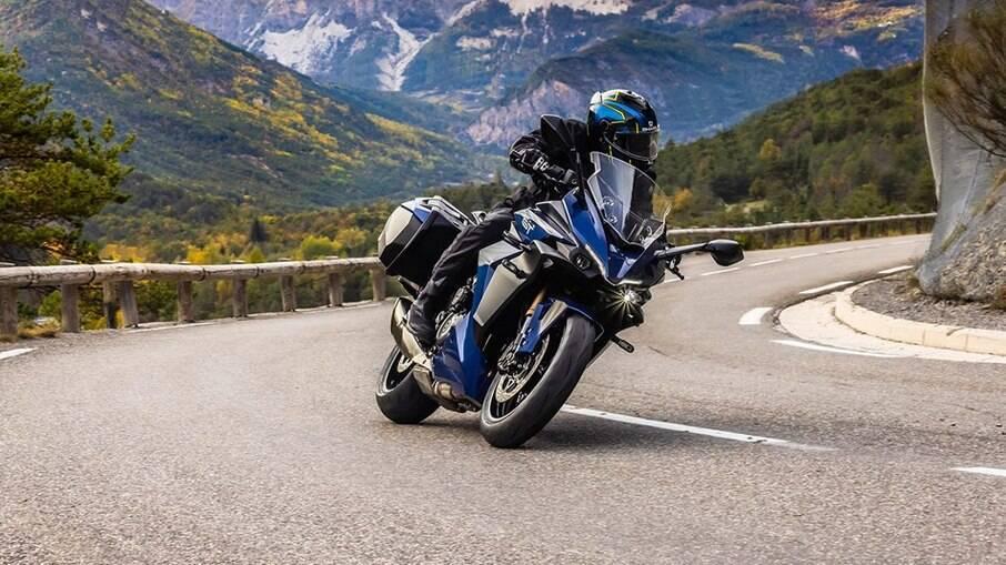 Nova Suzuki GSX-S1000GT 2022 ficou mais agressiva e o motor é o mesmo da naked K5 GSX-R, capaz de gerar 150 cv