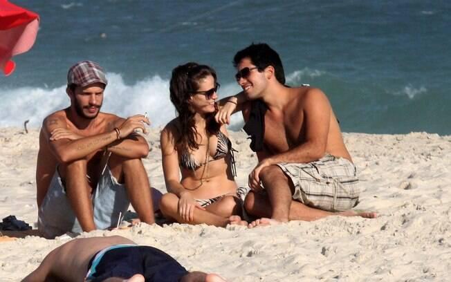 Bianca Bin com o namorado na Barra da Tijuca