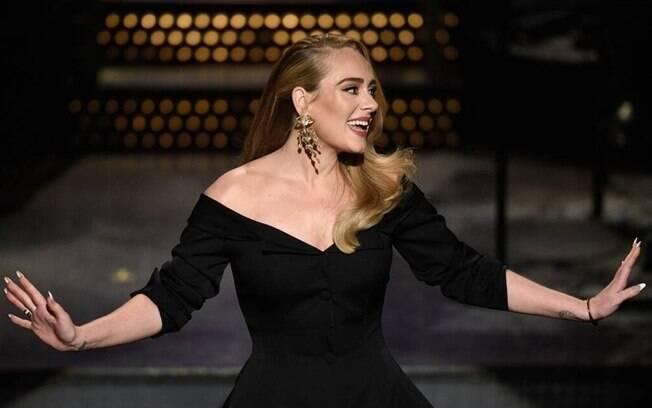 Adele brinca sobre perda de peso no 'SNL'