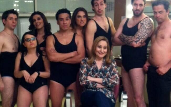 Sônia Abrão com o elenco de