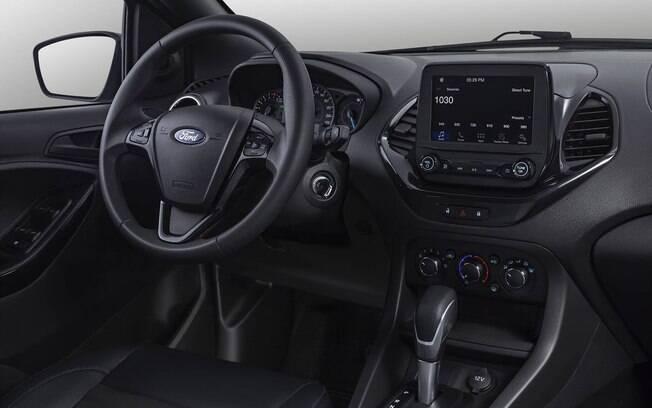 No interior do Ford Ka 100 anos há boa posição de dirigir, central multimídia eficiente e filetes azuis entre os detalhe da série limitada