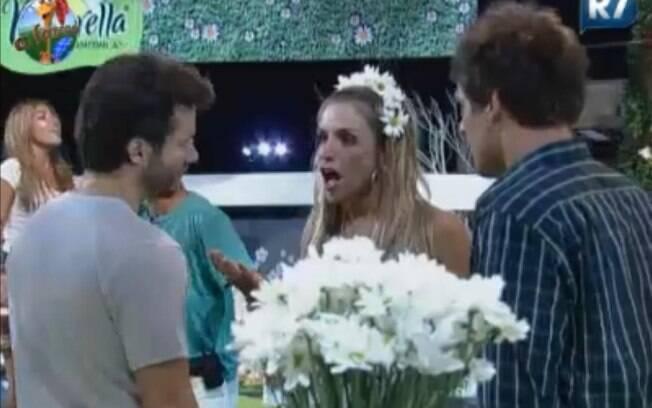 Anna Markun, Thiago Gagliasso e Marlon falam sobre o jogo durante a festa