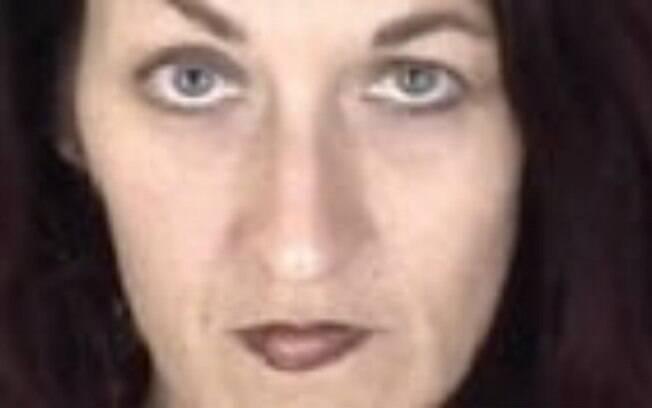 Uma mulher ganhou liberdade condicional 18 anos depois te ter matado seu namorado com 39 facadas durante jogo sexual.