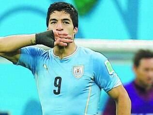 Suárez fez o Uruguai renascer no Mundial com dois gols no último jogo