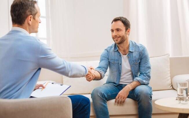 A terapia online pode ajudar pacientes a encontrarem tratamento, mas pode comprometer o uso da linguagem corporal