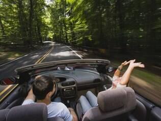 Viajar de carro é uma delícia! Mas é preciso cuidados na hora de alugar um veículo